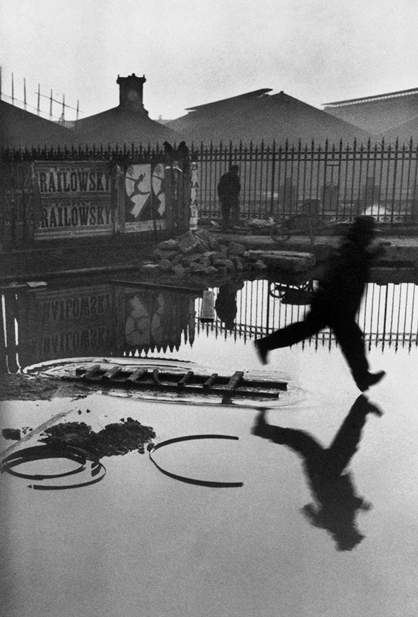 Place de I'Europe, gare Saint-Lazare, 1932 @Henri Cartier-Bresson / Magnum Photos